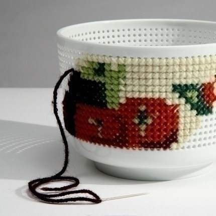 Embroidery porcelain by Guillaume Delvigne & Ionna Vautrin