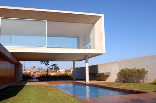 Osler House in Brazil by Marcio Kogan