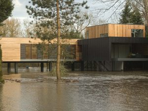 Hind House in England by John Pardey Architects
