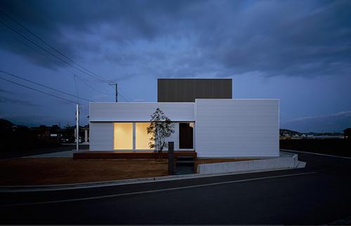 J House in Japan by Yosuke Ichii Architects