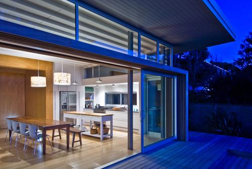 Raumati Beach House In New Zealand By Herriot Melhuish