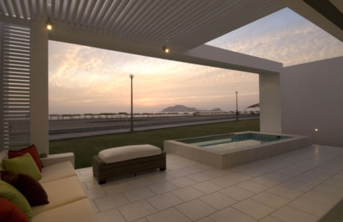 Holguin House, Peru, by Metropolis Architecture