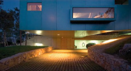 Pine House in Spain by Xpiral Architects