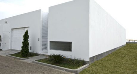 Holguin House in Peru by Metropolis Architecture