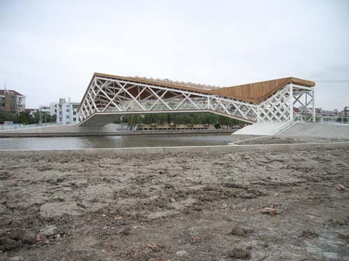 Pedestrian Bridge in China by CA Design