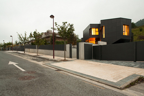 Casa Q in Spain by Asensio Mah and J.M. Aguirre Aldaz in main architecture  Category