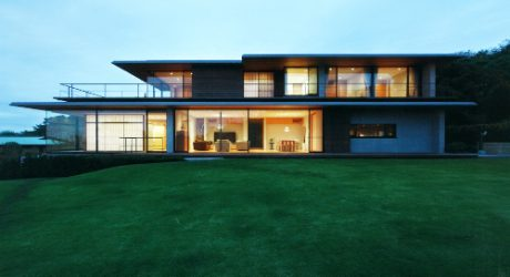 House with Oceanic Views by Kidosaki Architects