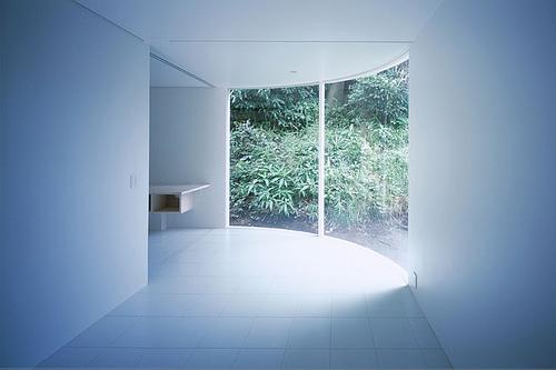 Corner-less Home in Japan by Jun Yashiki & Associates
