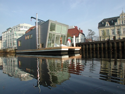 Das Schwimmhausboot Built!