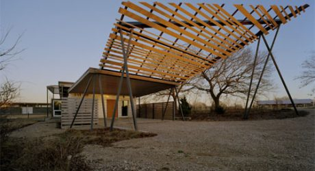 Desert House in Texas by buildingstudio