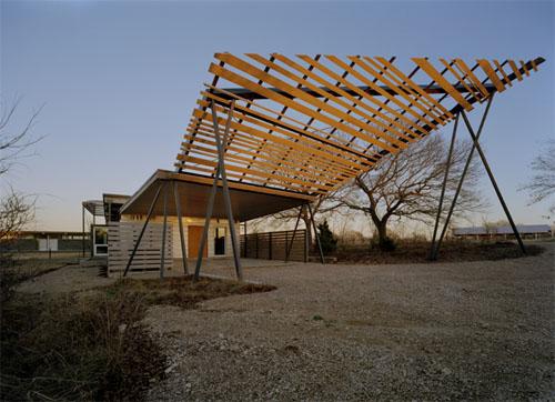 Desert House in Texas by buildingstudio