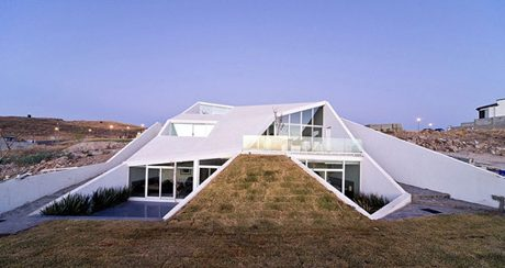 House in Chihuahua Mexico by Productora
