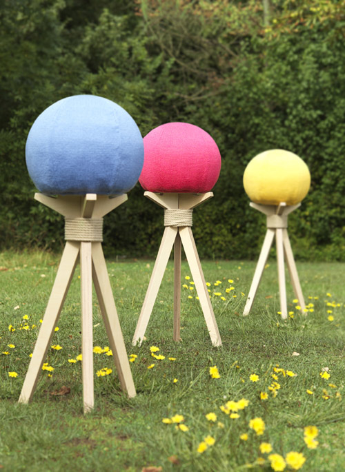 Dandelion Stool by DesignK in main home furnishings  Category