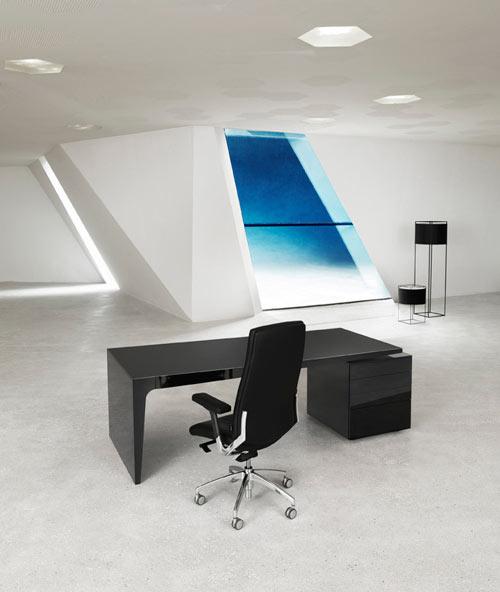 level-desk-4