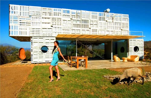 The Manifesto House in Chile by James & Mau and Infiniski