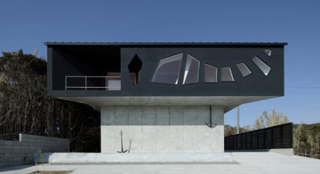 A House Awaiting Death in Japan by EASTERN Design Office
