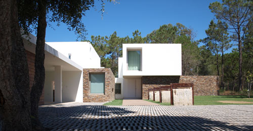 House in Meco Beach in Portugal by Jorge Mealha