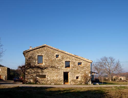 La Roche House in France by Archiplein