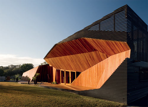 Letterbox House in Australia by McBride Charles Ryan