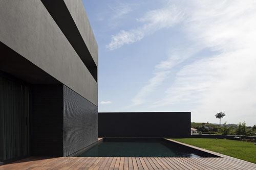 House in Guimar?es Portugal by Sequeira Arquitectos Associados Lda