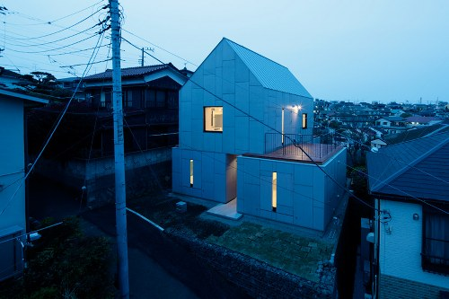 YKH House in Japan by ISSHO Architects
