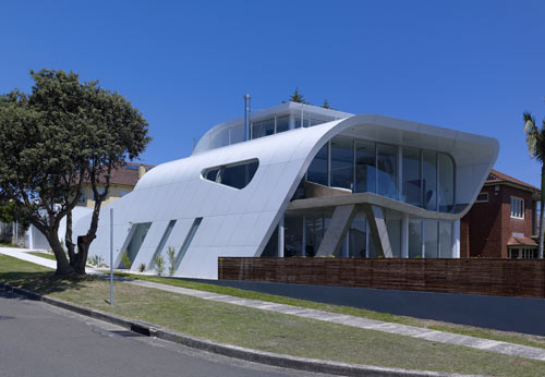 Moebius House in Australia by Tony Owen Partners