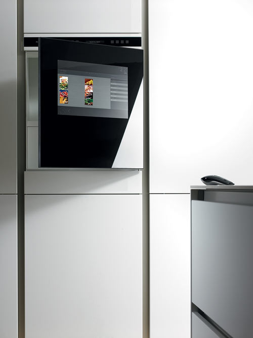 SieMatic-S2-center-monitor