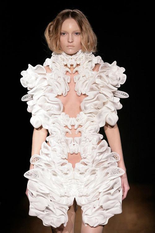 Cutting-Edge Fashion by Daniel Widrig and Iris van Herpen