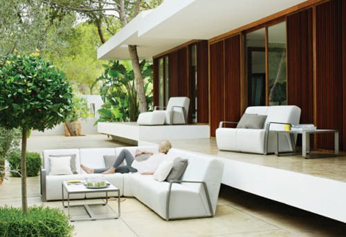 "Gloster Takes Art Deco ""Outdoors"""