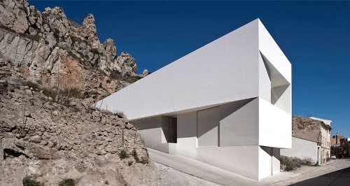 House on the Mountainside by Fran Silvestre Arquitectos