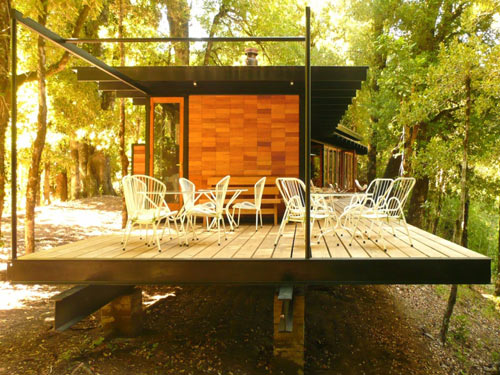 Recycled Materials Cottage by Juan Luis Martínez Nahuel in main architecture  Category