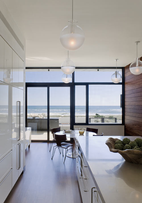 Southampton Beach House by Alexander Gorlin Architects