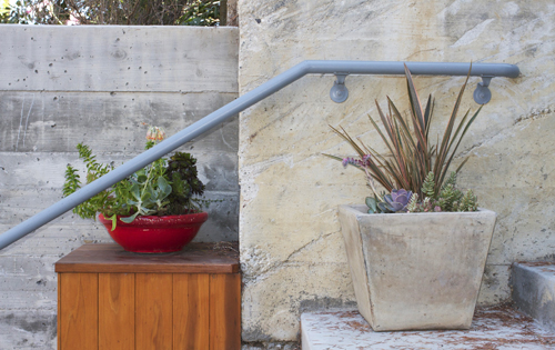 Red-concrete-modern-pots