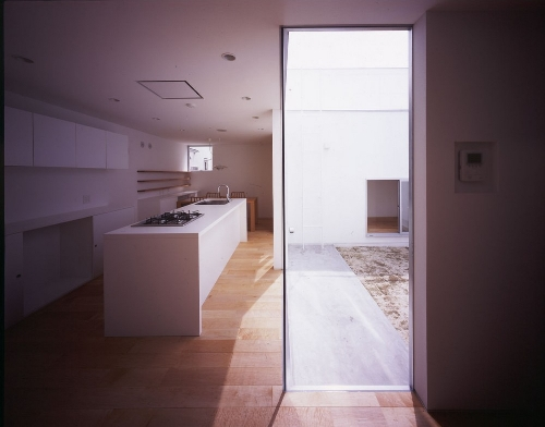 Skim Milk: House in Hatsugano by Horibe Naoko Architect Office