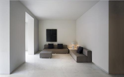Skim Milk: House in El Carmen by Fran Silvestre Arquitectos