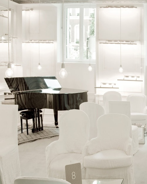 Martin-Margiela-White-Lounge-piano