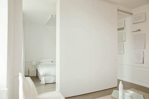 Martin-Margiela-white-cover-bed