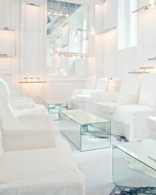 Martin-Margiela-white-lounge