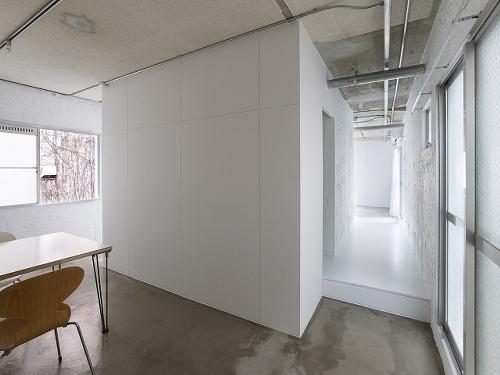 Skim Milk: 8building by Takao Shiotsuka Atelier