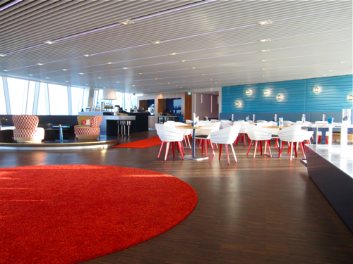 Bella-Sky-bar-red-rug