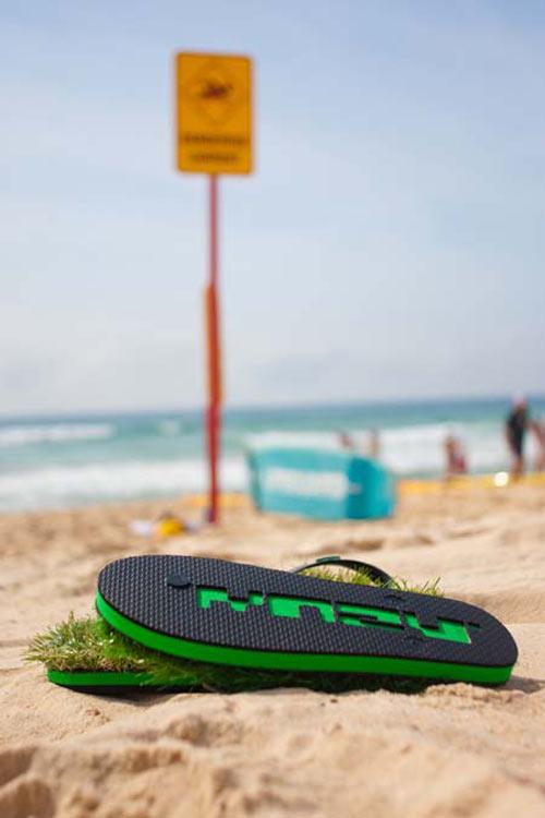 grass-flip-flops-3