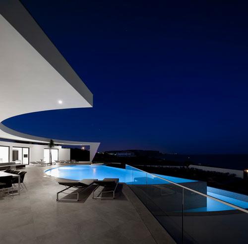 Casa Colunata by Mário Martins Atelier in main architecture  Category