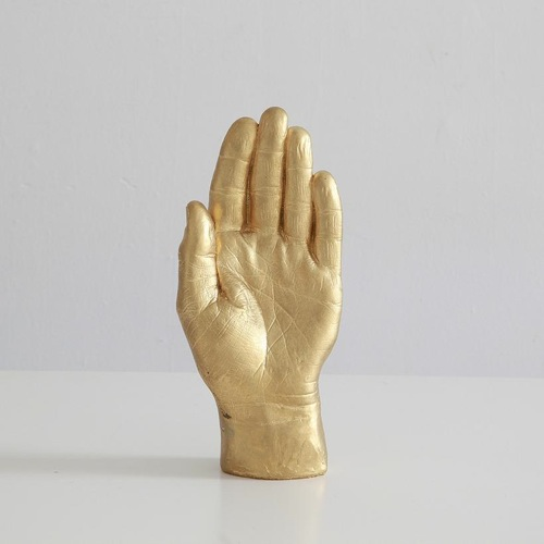 design-storey-object-1-hand