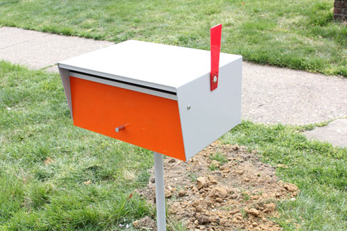 installing-a-modern-mailbox-15