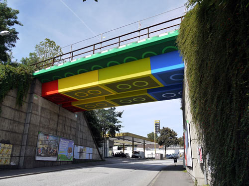lego-bridge-street-art-megx-1