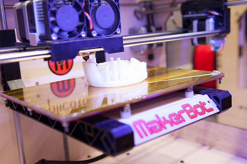 makerbot-replicator-printing