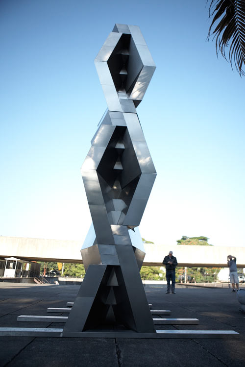 reach-sculpture-dror-6