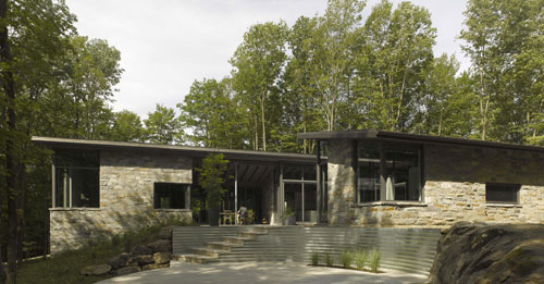 Bromont House by Paul Bernier Architecte