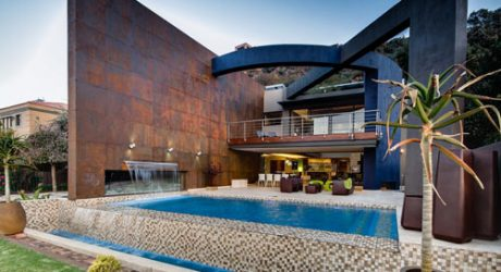 "Sculptural Steel Walls and Infinity Pool: ""House The"" by Nico van der Meulen Architects"