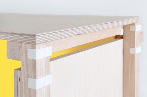 Minale-Maeda_Inside-Out-5-Desk